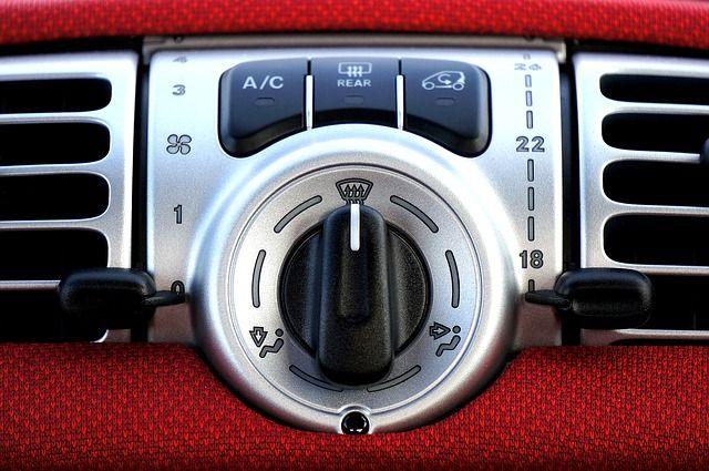 Sebelum membawa mobil anda ke montir untuk memeriksa masalah penyejuk udara, ada beberapa hal yang dapat anda perbaiki sendiri. Artikel ini menyediakan beb