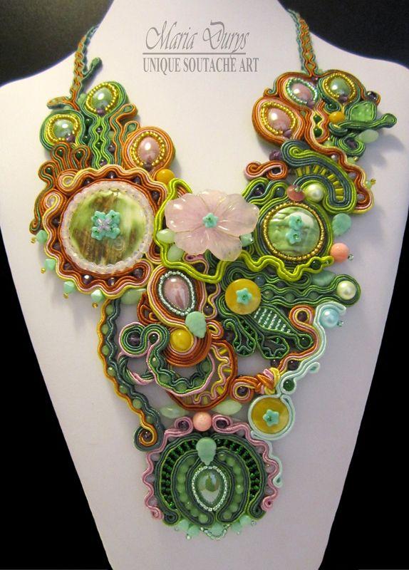 """Girocollo """"Eden"""" con cristallo rosa, ambra, bottone vintage di madre perla,ametista,agata,cristalli austriaci,cabochon ceramico lilla e verde,perle sintetiche,cristalli di vetro goccia sfaccettata e perline Rocailles. www.soutacheitalia.it"""