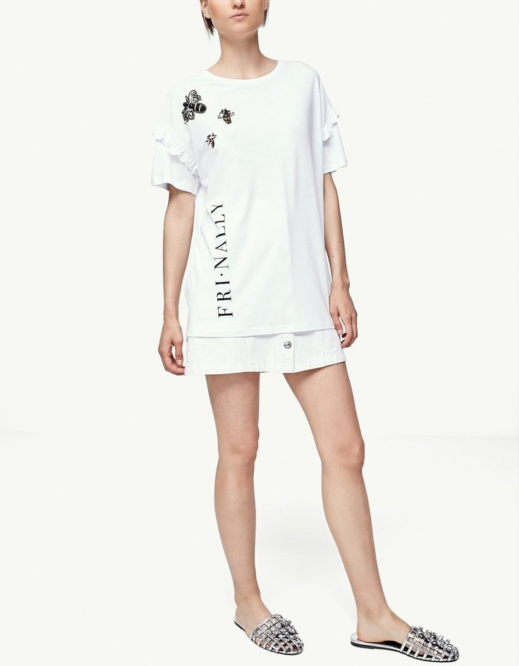At Stradivarius you'll find 1 T-shirt with jewel appliqués for just 12.99 United Kingdom . Visit now to discover this and more Dresses.