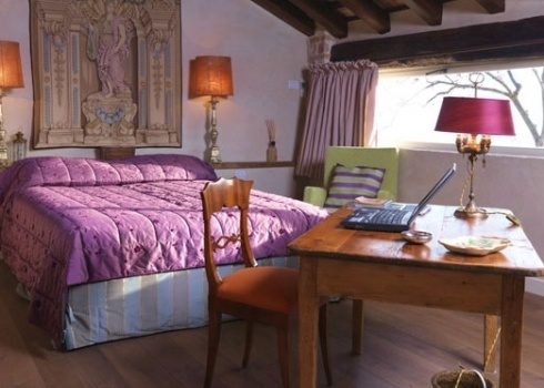 Romantic italian bedroom furnishings