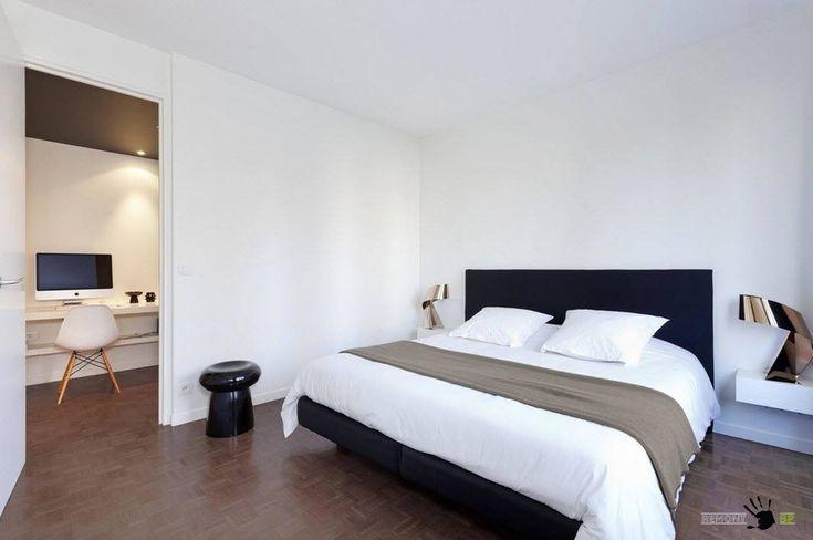 Минималистская спальня с кабинетом