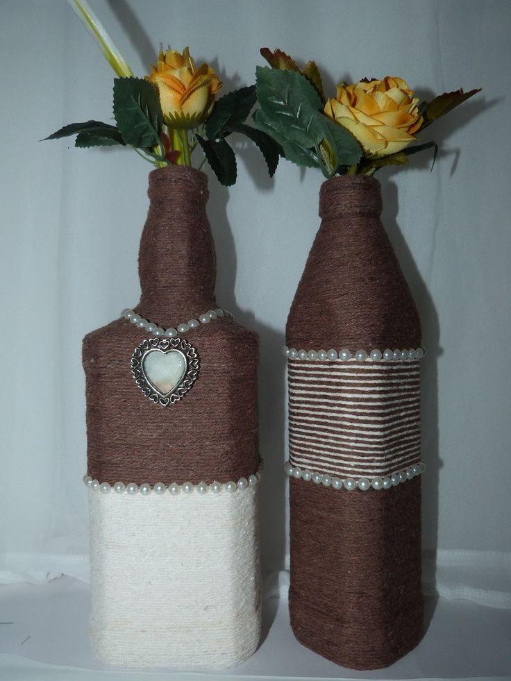 Kit de garrafas decoradas com barbante, e pérolas (as flores podem apresentar variação de modelo e cor).