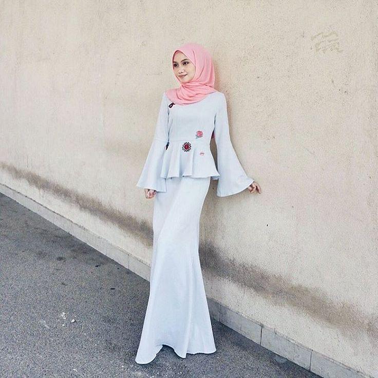 """3,885 Likes, 19 Comments - Mynn ✨ (@yasminazhar) on Instagram: """"Big big big love for @iamadior skirt ! Siapa siapa nak cari skirt kembang ? Cuba tgok ig @iamadior…"""""""