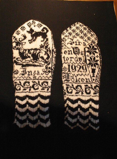 Beautiful pictorial Selbu mittens, date says 1929, probably in a museum collection; Selbu knitting. | Bente Haarstad Photography