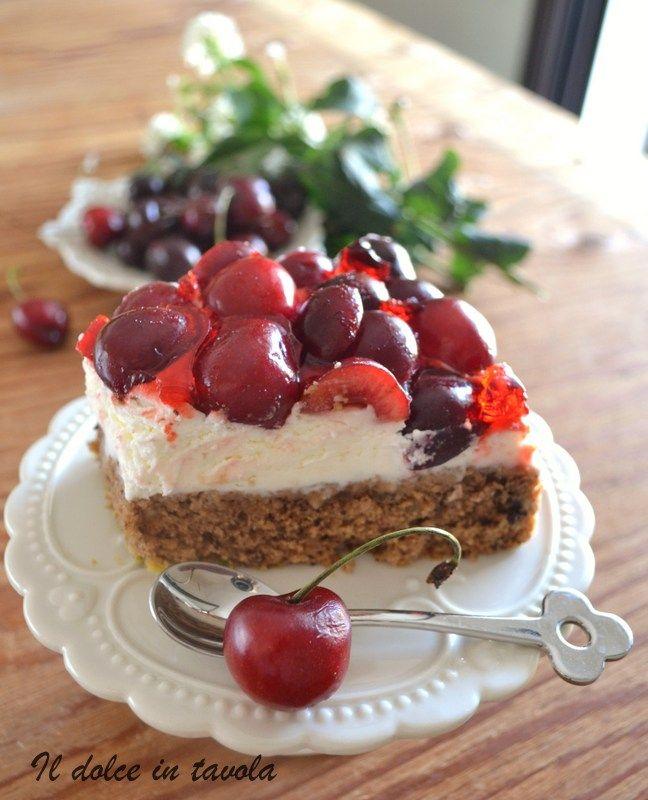 torta di ciliegie e pistacchi per la ricetta vi aspetto  su ...http://ildolceintavola.blogspot.it/2016/06/torta-alle-ciliegie-e-pistacchi.html