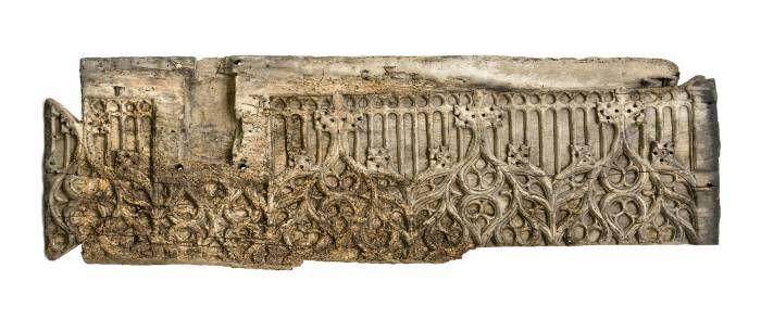 Fragment,Fragmentum:törtrész,szilánk Fragment francia, 14. század, faragott fa, gótikus motívum díszítménnyel 94*25 cm Kikiáltási ár: 380 000 HUF