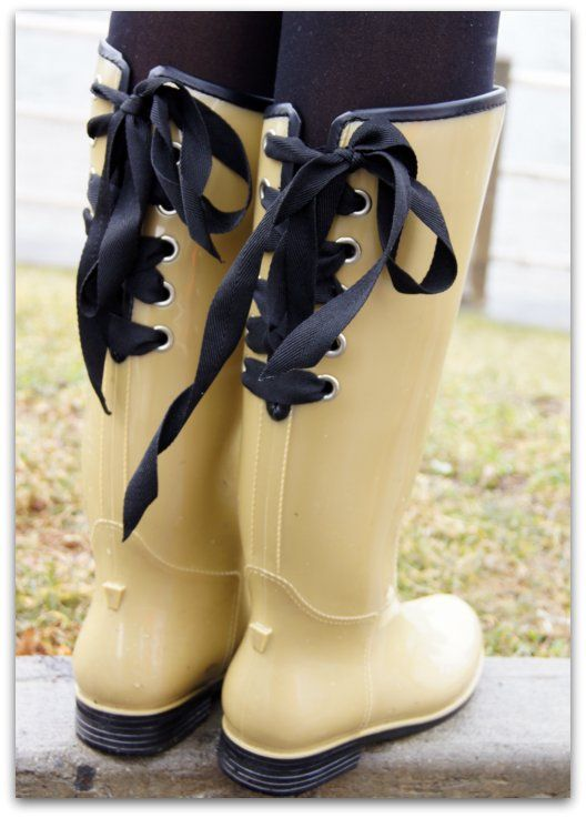 Dav Rainboots via Gilt Groupe, might as well invest in a cute pair of rainboots considering it's going to rain every single day !