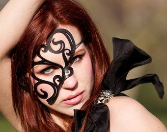 "Half masker in zwart leer ""Whirly"""