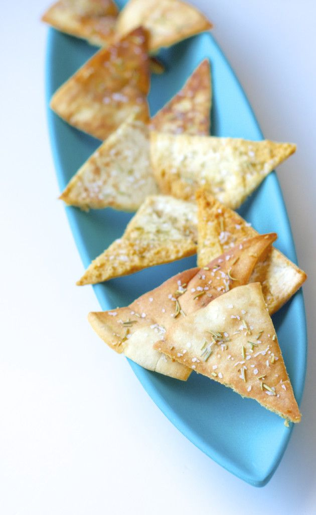 Homemade baked rosemary pita chips - quick, easy and delicious! -Bake.Eat.Repeat.