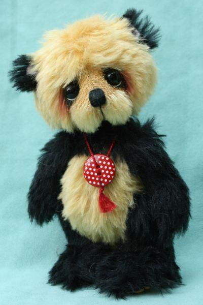 Artist teddy bear   Chi Chi - Pipkins Bears