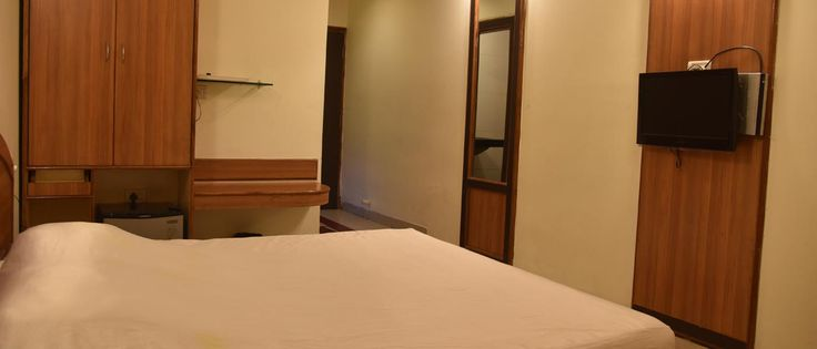 Cheap Hotels Rooms in Bhopal http://www.hotelsatyavilas.in Hotel Satya Vilas: Book online  hotels , restaurant, rooms , conference hall, cheap-prices and budget  rates, reservation  corporate hotel booking  near railway station mp nagar  Bhopal.