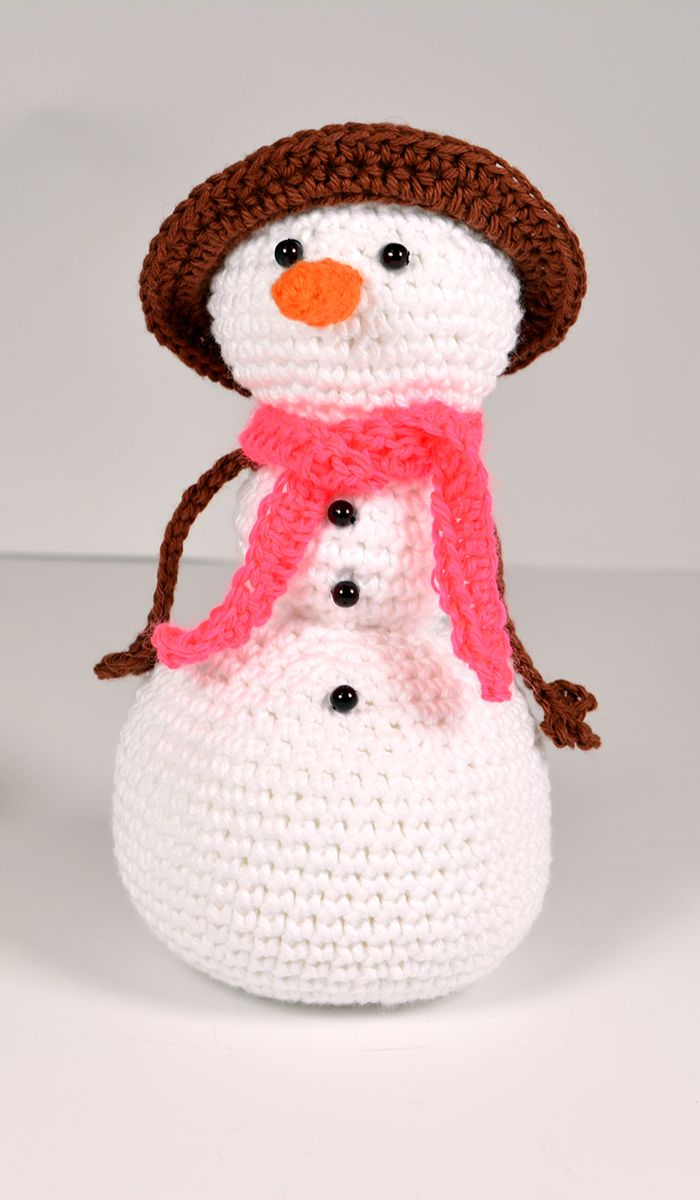 It's time for your final exam: learn how to crochet amigurumis by making a cute snowman!