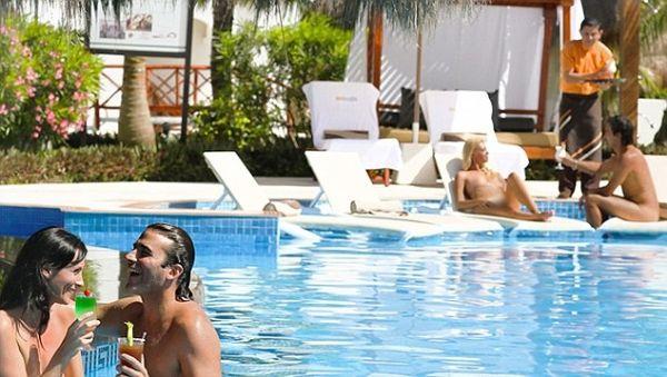 Nằm bên bờ biển Riviera Mayam nổi tiếng, khu nghỉ dưỡng đạt tiêu chuẩn 5 sao và chỉ dành cho khách du lịch trưởng thành. Nơi đây bao gồm 42 phòng có tầm nhìn hướng ra biển. Những khách du lịch ở tầng dưới cùng còn được hưởng một bể bơi tuyệt đẹp ngay trong phòng.