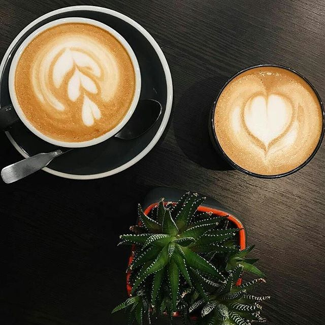 Латте-арт Вам в ленту от @pray.for.coffee 😘 #coffeebreak_blog ☕ ・・・ #tablesituation #foodphotography #coffee #coffeetime #coffeelover #coffeeshop #cappuccino #rafcoffee #onthetable #kievblog#instablog #like4like #vscocam#blacktable#kievfood#hungry_kyiv #cafe #blogger#instadaily