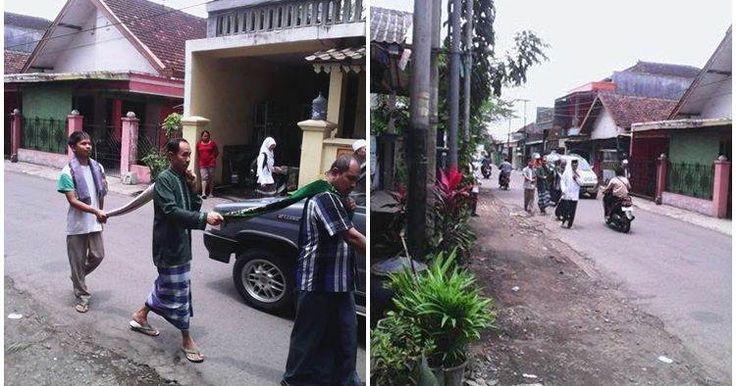 SUBHANALLAH.. Foto Para Tunanetra Yang Berangkat Ke Masjid Ini Bikin Terharu Sekaligus Malu Pada Diri Sendiri
