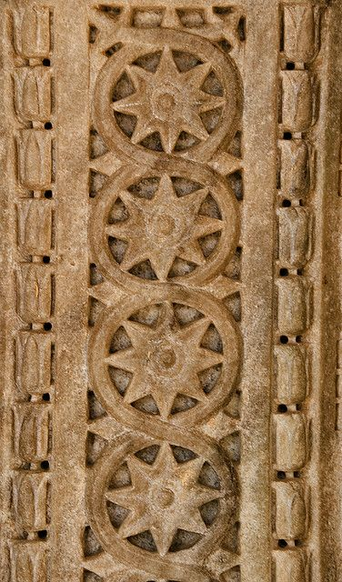 Carving at Jain temple Ranakpur, Rajasthan, India / CC