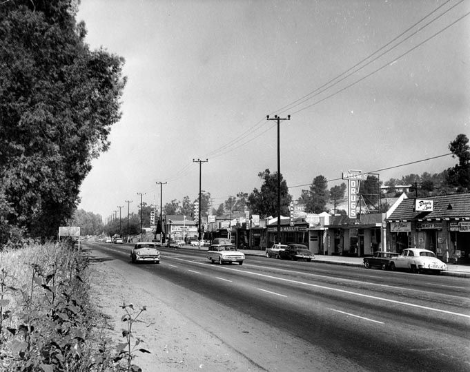 WOODLAND HILLS: Ventura Boulevard looking east past Topanga Canyon Boulevard, 1962.