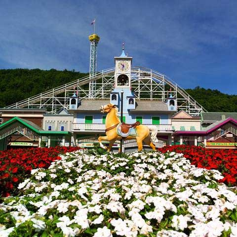 Lake Compounce: #Connecticut - New England Family Theme Amusement Park  New England  http://moomettesmagnificents.com/blog/lake-compounce-new-england-family-theme-park-water-park/