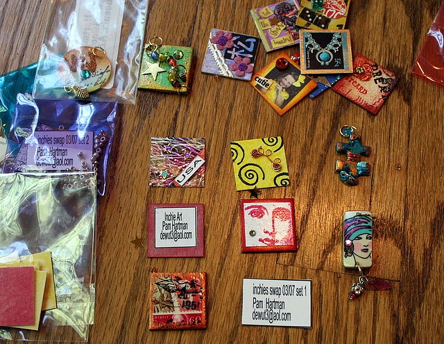 artjunkgirl's photo shows her altered art gifts her RAK (random act of kindness) from a reader, Pamela. There are inchies, a little domino charm and jigsaw piece! #inchies #RAK #domino