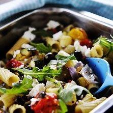 Pasta med grönsaker och fårost
