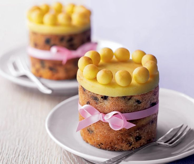 2 individually portioned mini Simnel cakes topped with marzipan balls