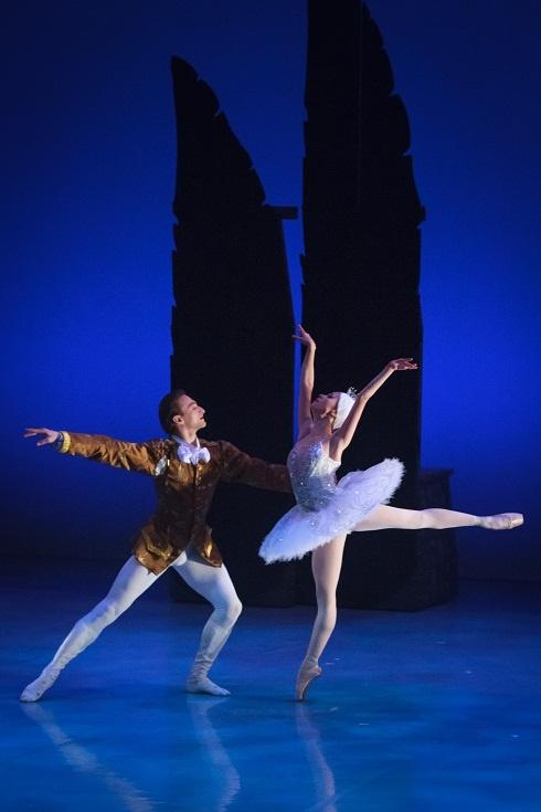 Photograph by Kevin Vagg Dancers: Grigory Popov and Saniya Abilmajineva