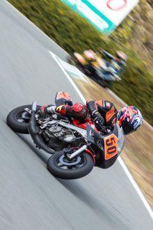 仲間と一緒にミニバイク耐久レースで競いたい。ライディングの参考画像まとめ。