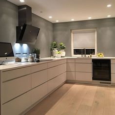 Scandinavian design  my kitchen #kvik te tid og mys! Lader opp til ny dag imorgen! Herligste jobben som veileder hos @introinteriordesign  #myhome#kitchen#danishdesign#danmark#mykitchen#kjøkken#interiorinspo#maisoninterior#styledbyme#interiör#interiør#interiors#interior123#interiordesign#interiordetails#interiordesigner#interior4all#interiorwarrior#interiorstyling#details#home#cosy#teatime#interiørmagasinet#siemens#dornbracht @flottegulv @kvikkitchen