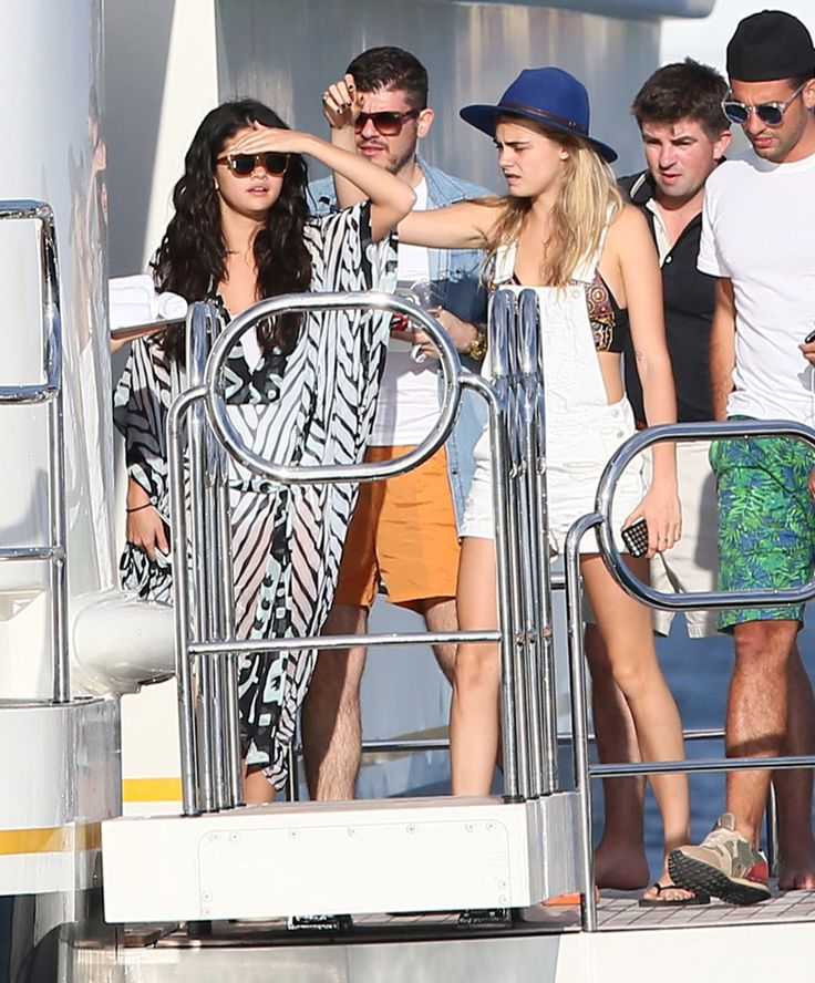 Selena Gomez & Cara Delevingne party on a yacht in Ischia
