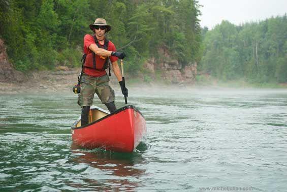 En canot sur la rivière Bonaventure (Gaspésie).
