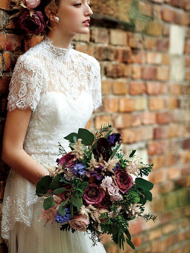 深い色合いが、はっとする美しさを醸して たくさんの花材を組み合わせて複雑なグラデーションをデザイン。ナチュラルでシック、そしてどこかモダン...