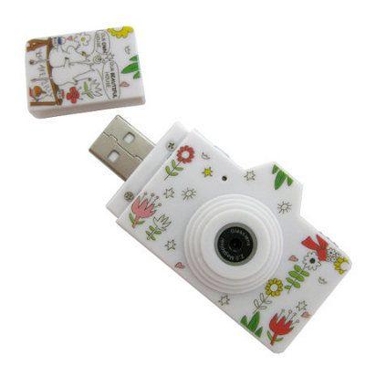 Cámaras fotográficas usb decoradas con los personajes de la popular serie de animación finlandesa, los Moomin. Son cuatro modelos de mini cámara diferentes que también pueden ser usadas como memoria usb.