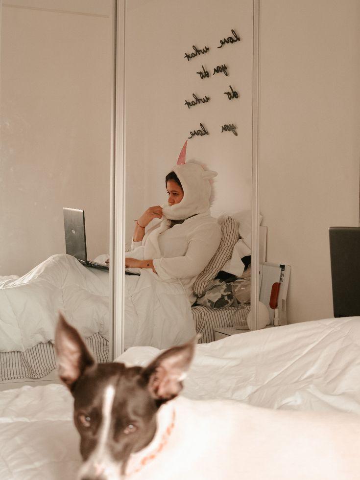 .Si, hay días que trabajo en pijama y no me levanto de la cama (I'm a unicorn) Babydoll Sheep