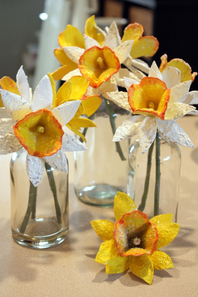 Daffodils DIY project w egg cartons via