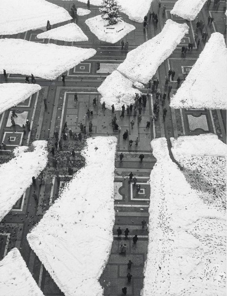 Milano, Piazza Duomo 1951 by Mario De Biasi