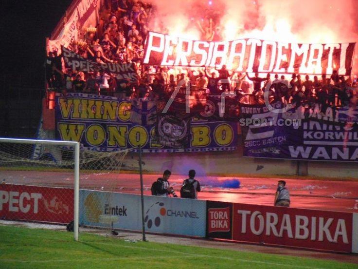 Aksi Suporter Persib Bandung Menyambut Kemenangan Di Stadion Manahan Solo