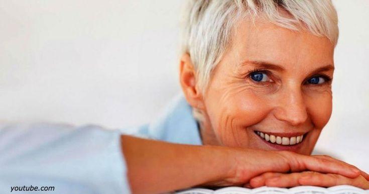 Запомните, леди, если вы прожили полвека, плюньте на все и перестаньте таскать на себе лишнее! Речь, кстати, не совсем о вещах… Мишель Комбс, которая ведет популярный в Америке блог, и основной своей характеристикой называет любовь к текиле, рассказала о своем видении того,как женщинам в возрасте стоит выглядеть, и чего избегать. Мы просто не могли не […]