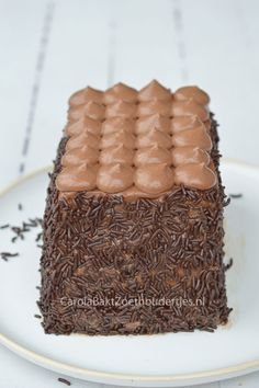 Snelle cake met Nutellaslagroom en hagelslag,  Lekker en heel leuk om te maken.   Easy cake with Nutella-cream and chocolate, Delicious and fun to make!