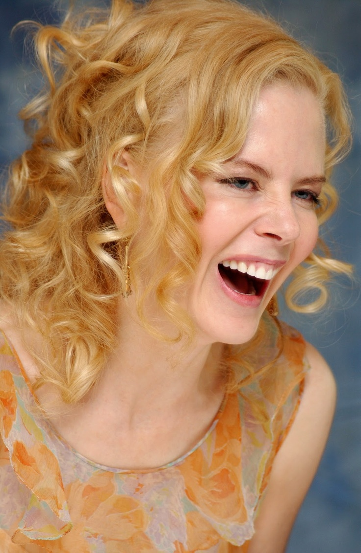 .....and Nicole Kidman was doubled over with laughter......
