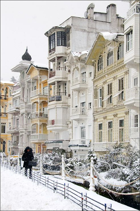 De 19th century mansions r among de best preserved houses on de europe a side of de Bosphorus (Arnavutkoy), Istanbul, Marmara_ Turkey