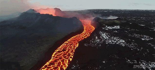うごめく溶岩の迫力。ドローンで撮影された火山の様子 : ギズモード・ジャパン