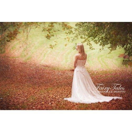 Lys beige prinsesse balkjole med blonde overdel og rhinesten