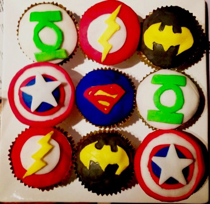 Superhero cupcakes by @stephabubbles