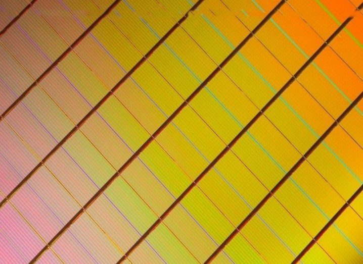 Intel's new 3D XPoint memory chip - designed to be used in smartphones - is 1,000 times faster than any smartphone chip currently in existence.