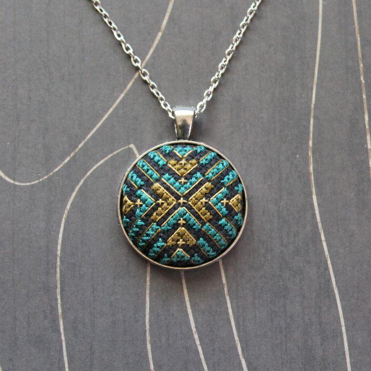 North Star Cross stitch pendant necklace Emerald por TheWerkShoppe