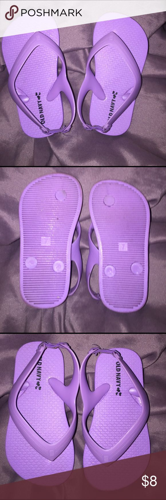 Toddler 7 old navy flip flops,size purple,like new Great condition, like new, purple old navy flip flops, size toddler 7 has elastic strap at heel to help hold on place and for adjustment, 🚬🐱🏡 Old Navy Shoes Sandals & Flip Flops