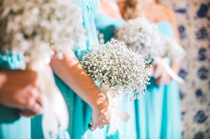 Bridesmaids always there - www.myvintageweddingportugal..com | #weddinginportugal #vintageweddinginportugal #vintagewedding #portugalwedding #myvintageweddinginportugal #rusticwedding #rusticweddinginportugal #thequinta #weddinginsintra
