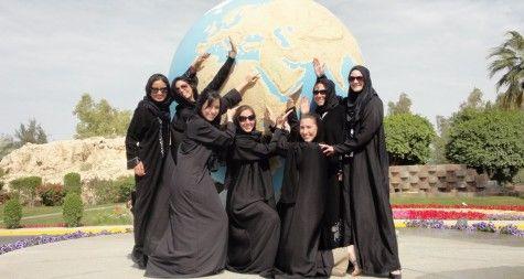 2014 Saudische vrouwen krijgen in de stad Yanbu een eigen industrieterrein waar alleen zij mogen werken. Mannen mogen er niet komen.  Het enorme complex is 500.000 vierkante meter groot.  In deze nieuwe industriële 'stad' kunnen vrouwelijke investeerders en ondernemers een eigen zaak beginnen in onder andere kleding, sieraden, speelgoed en medische artikelen.