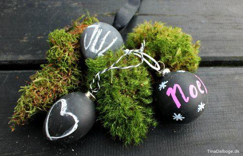 Brug tavlemaling og calk markers til at dekorere julekugler med. Køb materialer i Kreahobshop.dk