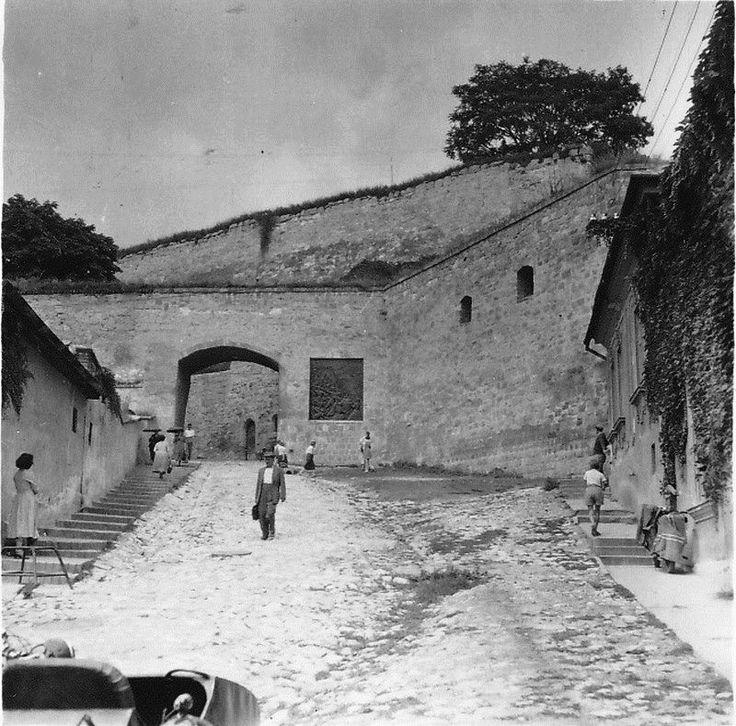 Az Egri vár bejárata 1955.